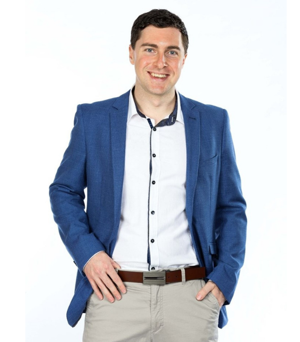 **Michael**<br><br> Marketing consultant from Perth Michael may look adorakable, but he is also calculated and cunning and ready to do whatever it takes to win the game. <br><br> The 29-year-old loves mischief, dislikes alpha males and is ready for an adventure.