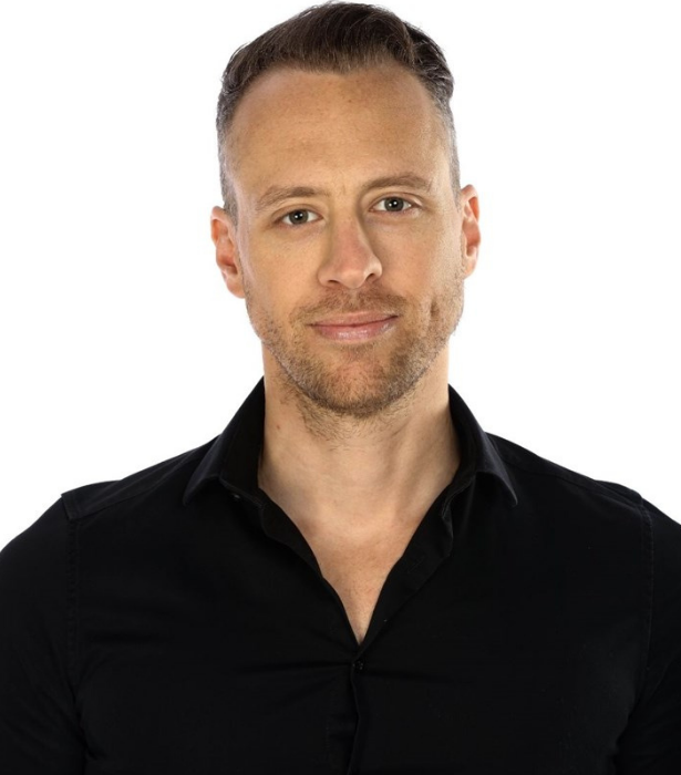 **Christopher**<br><br> This magician cross stand-up comedian certainly has a few tricks up his sleeve. <br><br> Christopher from Queensland admits he can be polarising but is confident in his powers of manipulation. <br><br> The 37-year-old is also hoping to meet the woman of his dreams in the *Big Brother* house.