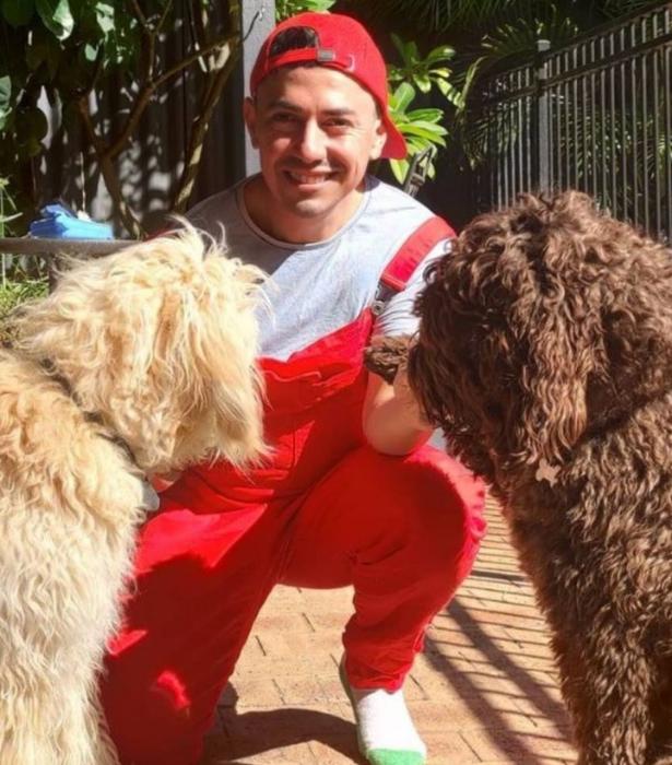 "**Carlos**<br> Follow here: [@charlieshun](https://www.instagram.com/charlieshun/|target=""_blank""|rel=""nofollow"")"