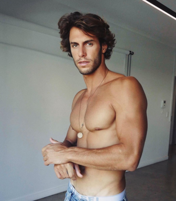 **Elias Chigro**<br><br> It's not the first reality TV show for this chiselled influencer - he was also on the Aussie version of *Love Island.*