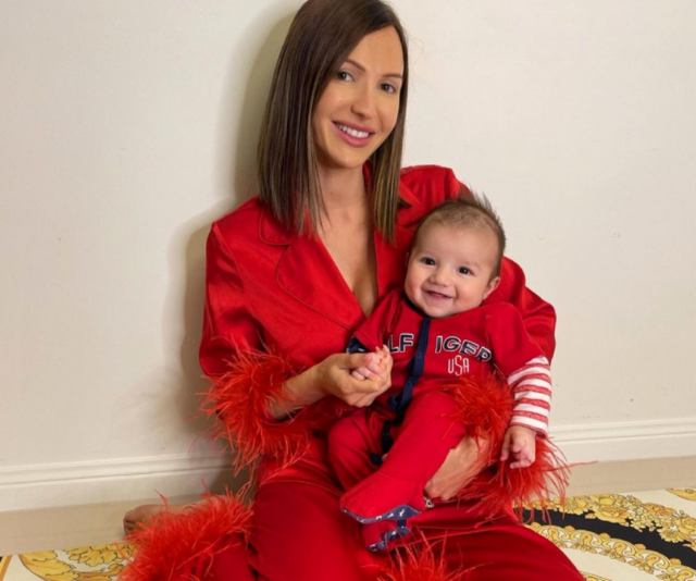 Again, Maria proves she's the queen of cute matching outfits!