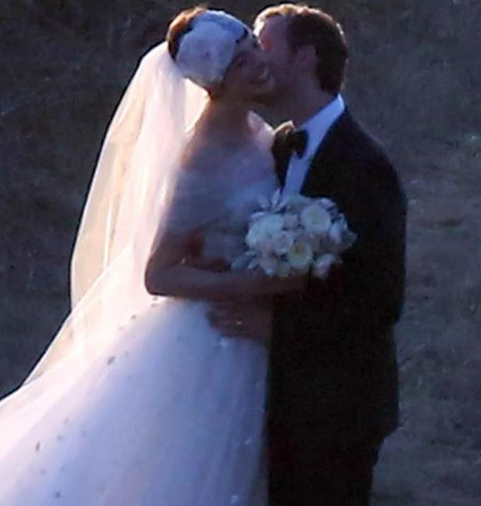 **Anne Hathaway** <br><br> While there is no official photo's from Anne's Big Sur, California wedding photographers were able to capture a glimpse of her tulle dress. Anne married Adan Shulman in a custom made Valentino gown, which featured a dusty pink accent on the bottom of the creation.