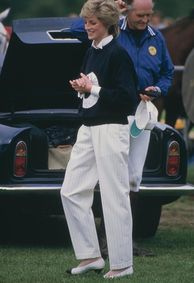 This charmingly preppy look enamours us, and we are especially drawn to those Chanelesque shoes.