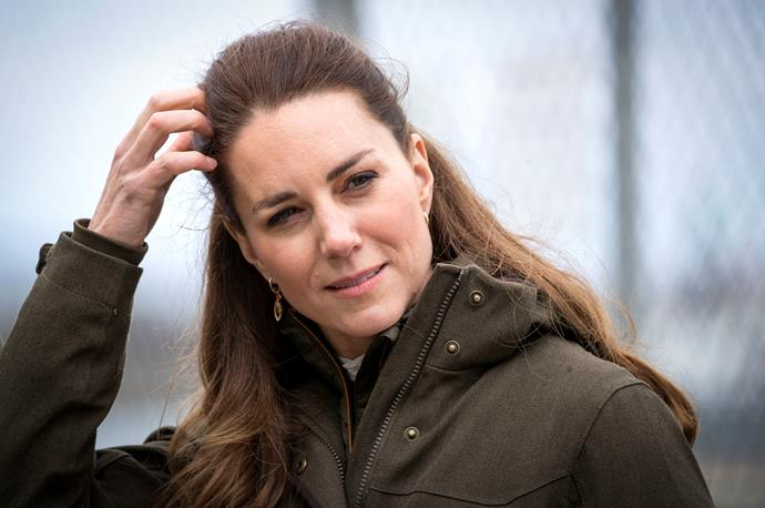 Kate added a pair of golden drop earrings.