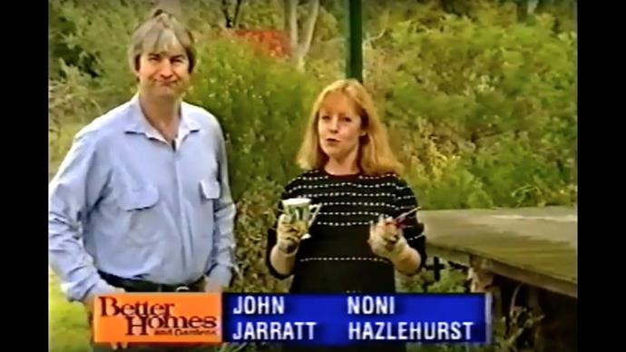 Noni was married to John Jarrett until 1999. They had two sons together.