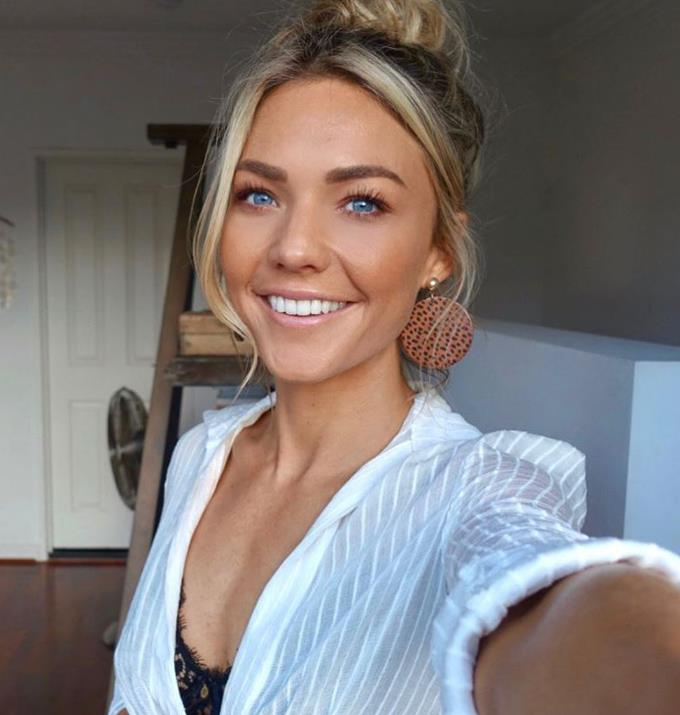 **Sam Frost** <br><br> Sam plays Jasmine Delaney and is 32 years old.