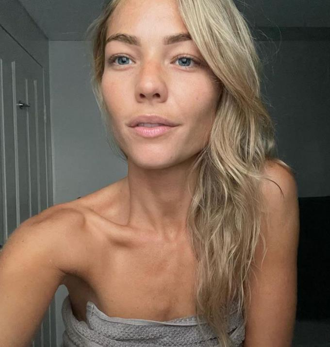 """**Sam Frost** <br><br> There are plenty of makeup free shots of Sam Frost, but she has admitted in the past that she's faced many hurdles during her self-acceptance journey.  <br><br> On the show *[The All New Monty: Guys & Gals](https://www.nowtolove.com.au/celebrity/tv/sam-frost-all-new-monty-65083