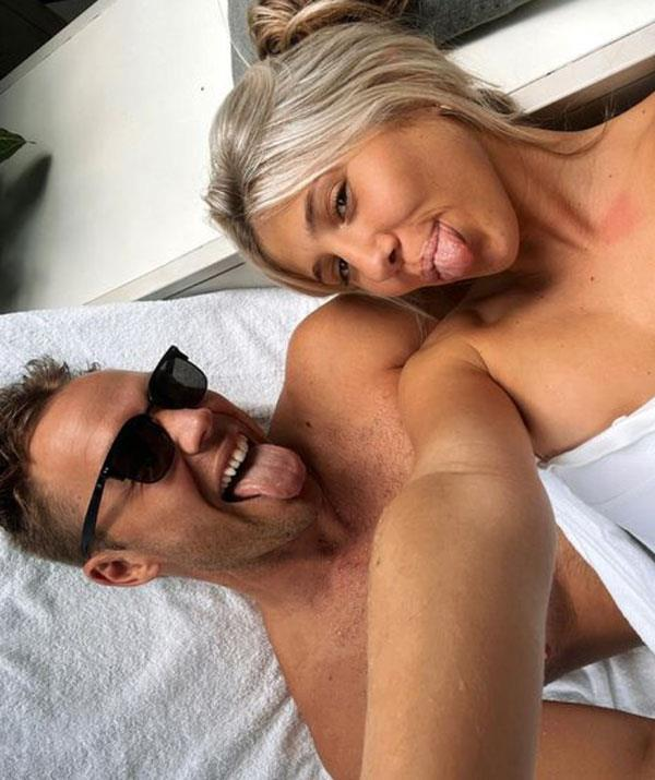 """**LINCOLN LEWIS, 33, & PANDORA BONSOR, 19: 14 YEARS** [The happy couple debuted their romance](https://www.who.com.au/lincoln-lewis-girlfriend target=""""_blank"""") in February 2021 as the *Tomorrow When The War Began* star shared a video of the pair hanging out on the beach together to Instagram. According to *Daily Mail Australia*, Lincoln first met Pandora when she was working a café where he regularly buys coffee after hitting the gym."""