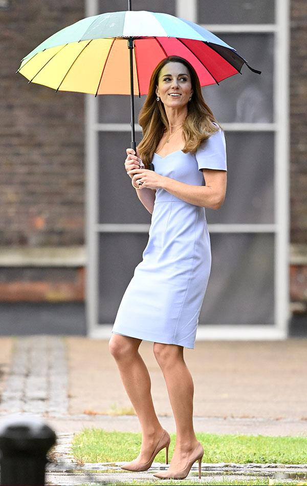 Nothing like a nude pump to accentuate one's legs! Duchess Catherine's perfect pins almost stole the show when she stepped out to launch the Royal Foundation Centre For Early Childhood in London this month.