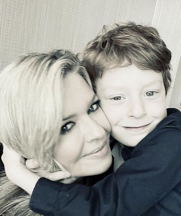 """**Emily Symons** <br><br> The *Home and Away* star became a mother at 50, and she has spoken openly about how she feared it would inhibit her chances of having a child.  <br><br> """"I thought it would be impossible but it isn't. I'd given up, really, I thought I had tried every avenue that was available to us. My advice is to not give up if you're feeling a bit overwhelmed by the whole process."""" <br><br> Adding of her heartache to try and conceive: """"I spent a lot of my 30s being so anguished about not having a baby."""" <br><br> """"But the flip side is that IVF can take over your life. It gets to the point where you're so desperate to have a baby, everything else falls by the wayside,"""" Emily told *Mother & Baby* in 2017."""