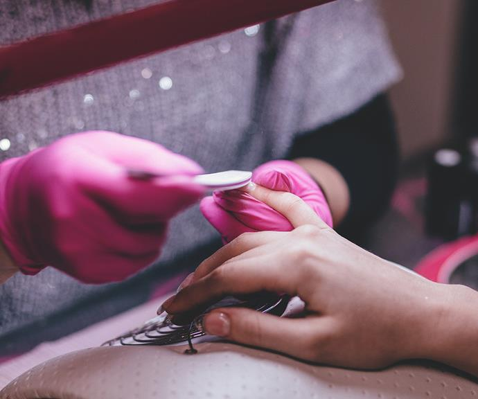Removing shellac nail polish at home doesn't have to be difficult.