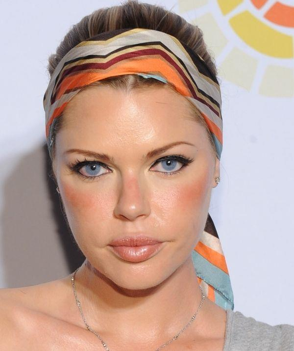 The actress brought back her love for headbands in 2011... See how she matched her orange blush to the orange pattern? That's the work of a next-level beauty pro. Also, the flash of orange on her nose is a top-tier hack to look sun-kissed any time of the year.