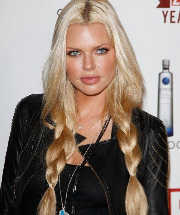 In 2010, the *Click* star opted for boho plats and a nude makeup look for E!'s 20th birthday bash.
