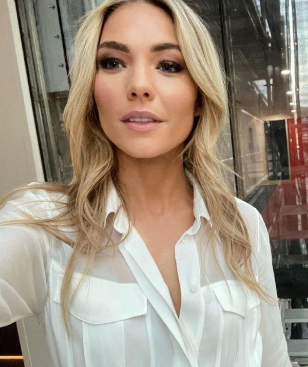 The 90s are back baby! Laura shared this stylish grungy look on Sam Frost.