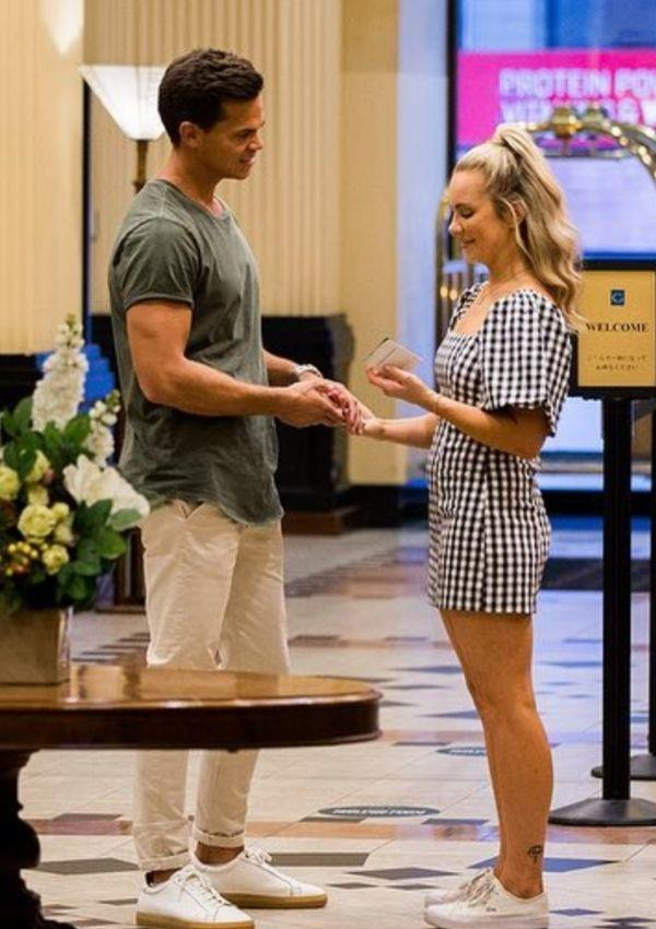 Stephanie looked adorable in the gingham dress on her hot date with Bachie. She paired the outfit, which features billowing sleeves and a square neckline, with white sneakers. It's the perfect inspo for your next picnic rendezvous.