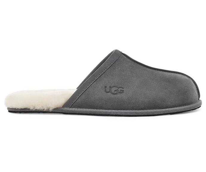 """**For the rancho relaxo dad:** Elevate dad's [loungewear](https://www.nowtolove.com.au/fashion/fashion-trends/loungewear-australia-63107) game with a pair of these super luxe, super fluffy slippers. <br><br> *Men's Scuff Slipper, Ugg, $120, [shop it here](https://go.skimresources.com?id=105419X1569321&xs=1&url=https%3A%2F%2Fau.ugg.com%2Fproduct%2Fmens-scuff-slipper%2FU1101111DGRY.html