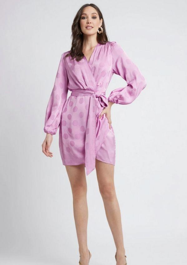 """Carrie found this gorgeous gem at Sheike. If you adore the Betsy Dress as much as Carrie does you can buy it for $159.95 online [here.](https://www.sheike.com.au/collections/dresses-ea7619/products/betsy-dress?nosto_source=cmp&nosto=6114985e93171a00334e8591 target=""""_blank"""")"""