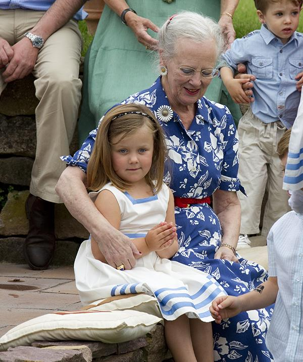 A young Isabella with her granmother, Queen Margrethe II of Denmark.