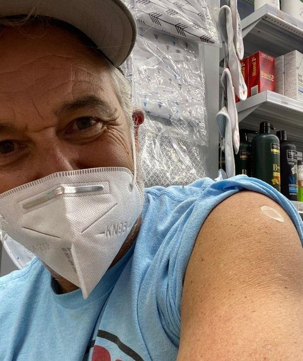 """**Cameron Daddo** <br><br> Cameron Daddo has received his first dose of AstraZeneca and to commemorate his milestone he revealed the emotional way the vaccine will impact his life. <br><br> He paired a picture of his Band-Aid clad shoulder with the caption, """"AZ #1 … looking forward to reuniting with our big ol' family. #ɢᴇᴛᴠᴀᴄᴄɪɴᴀᴛᴇᴅ."""" <br><br> His former co-star Georgie Parker commented on the post, """"Brilliant."""""""
