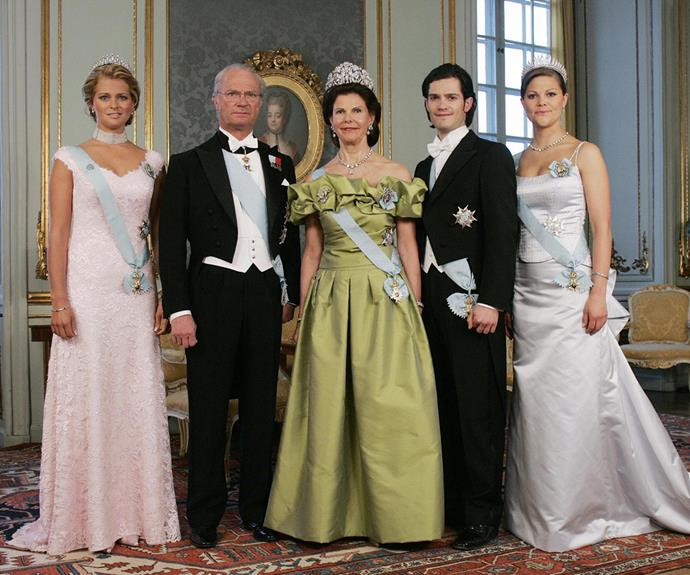 Then he decided to grow his hair out and somehow managed to get even more handsome, as seen in this royal family portrait from 2006.