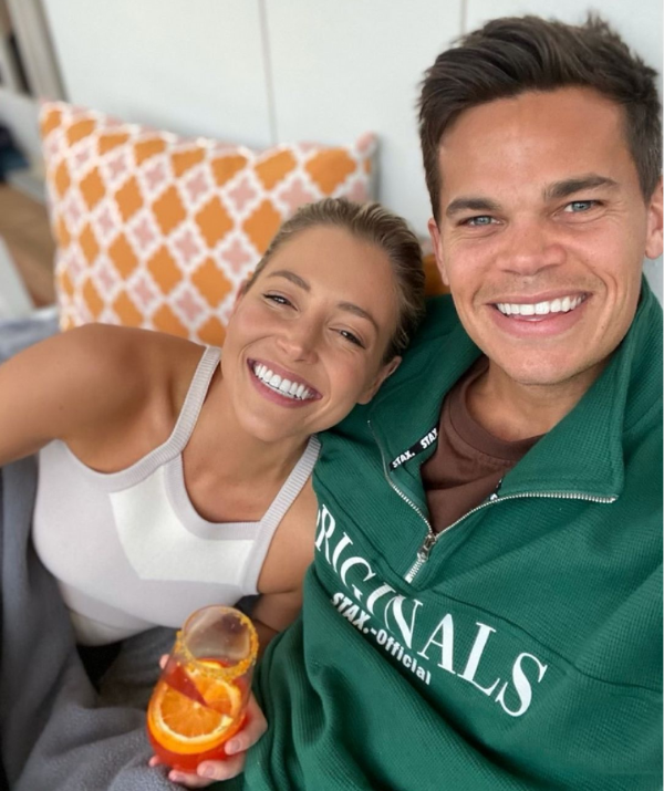 """Like many of us in lockdown, Holly has [gotten creative with her cocktails](https://www.nowtolove.com.au/lifestyle/food-drinks/diy-cocktails-lockdown-68433