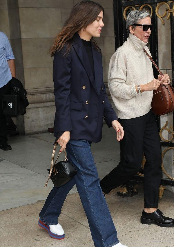 To Stella McCartney's Paris womenswear show in 2018, Charlotte wore every fashion girl's dream outfit by styling a navy 80s inspired blazer, dark blue straight leg jeans, a simple back top and a gold chained bag together.
