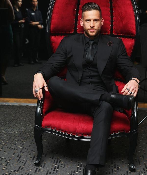 **Dan Ewing**  <br><br> Dan gives off Christian Grey vibes in this all-black ensemble. The actor won our hearts as Heath Braxton from 2011 to 2014.