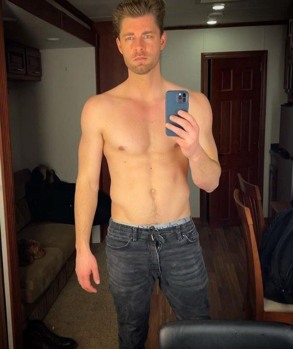 **Luke Mitchell** <br><br> Well, we won't complain about a shirtless mirror selfie. Luke played Romeo Smith on the show from 2009 to 2013.