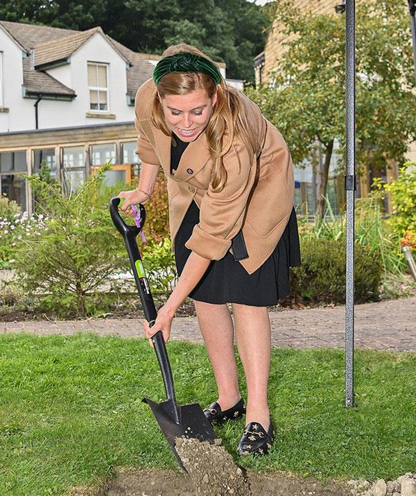 The 33-year-old wasn't afraid to roll up her sleeves and bury a time capsule.