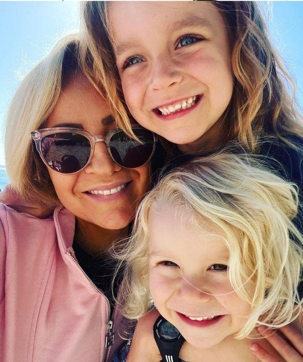 A selfie of Carrie with her daughters.