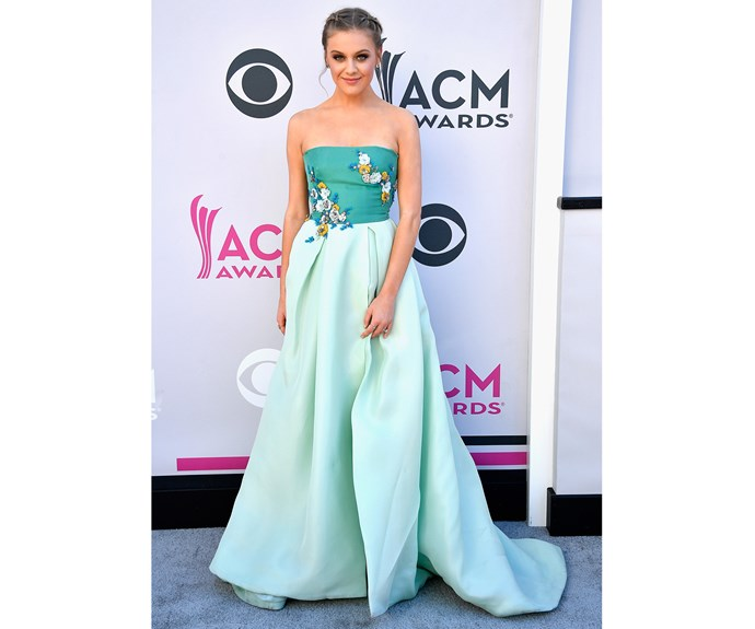 Singer Kelsea Ballerini rocked this refreshing mint green gown by Monique Lhuillier at the Country Music Awards.