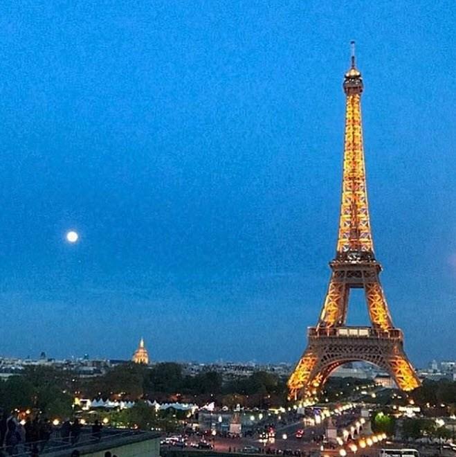 Dan Carter shares a Paris night.