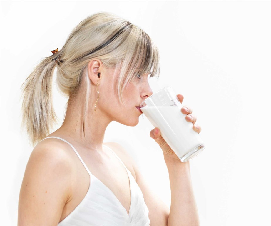 **Milk** <br><br> One CSIRO study found that dieters who consumed dairy food or supplements lost an extra 1.5kg of fat mass compared to participants who did not. *(Source: Getty)*