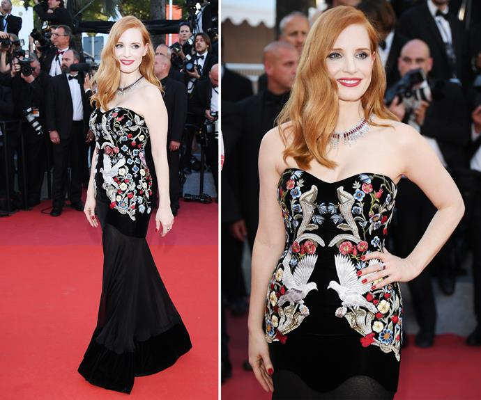 Jessica Chastain takes us back to the golden age of Hollywood with her glamorous ensemble.