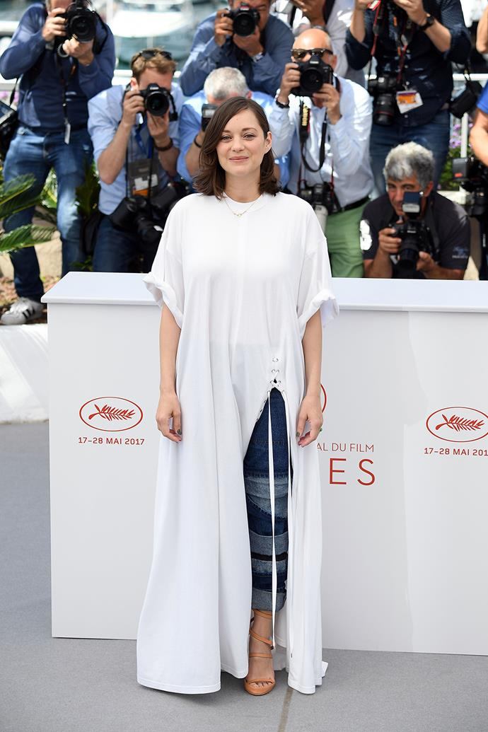 Marion Cotillard poses at the photocall for *Ismael's Ghosts (Les Fantomes d'Ismael)*.