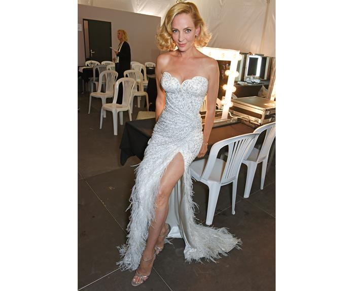 Uma Thurman channels old-Hollywood glamour in Atelier Versace while backstage at the Fashion for Relief gala.