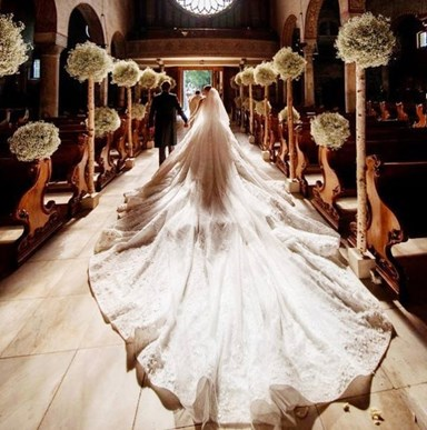 The 46kg wedding dress that's stunning the internet