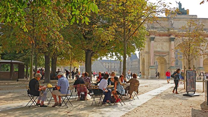 Enjoying the sun in the Tuileries Garden, with the Arc de Triomphe du Carrousel to the right and the Louvre glass pyramid to the left. The nearby Rue de Rivoli is a mecca for shoppers.