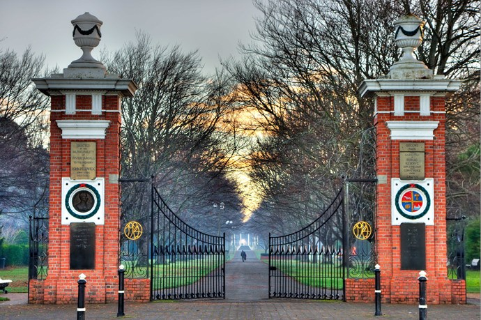 The Southland Museum and Art Gallery and 'tuatarium' are all behind these gates at Queens Park
