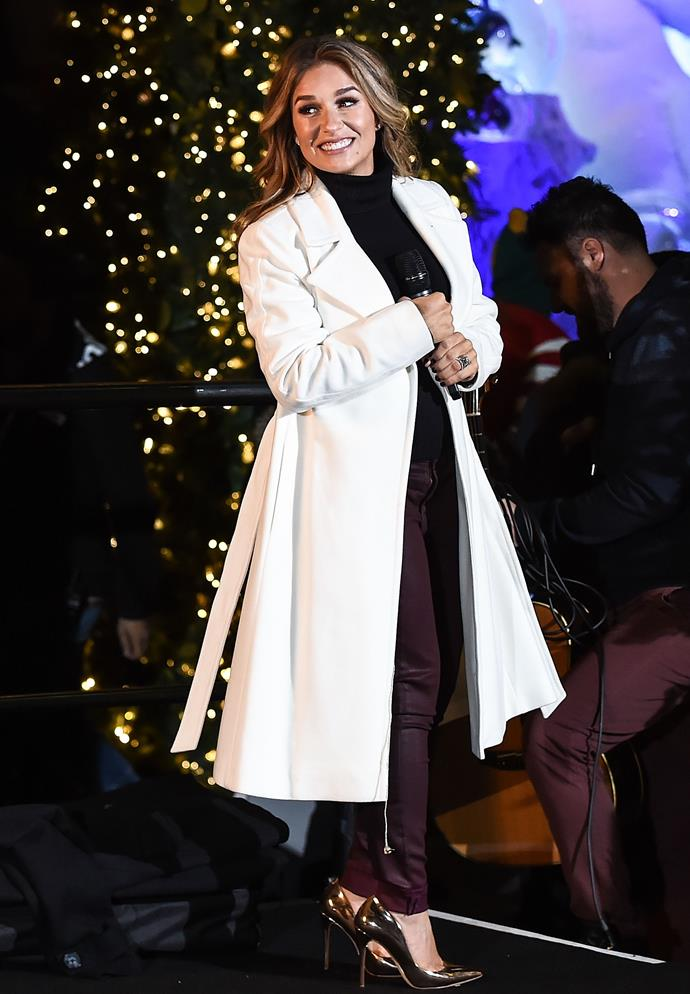 During her performance at the 2017 Lord & Taylor Holiday Window Unveiling, Jessie opts for a black pant/top combo with a white coat.