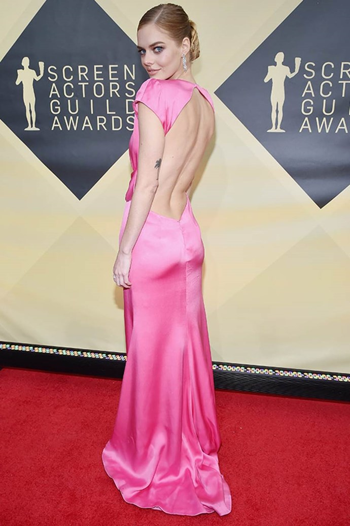 Samara Weaving's backless fuchsia pink gown is all kinds of perfect.