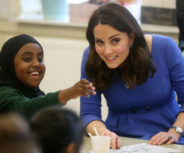 The beloved royal mum also took the opportunity to speak one-on-one with schoolchildren at the event.