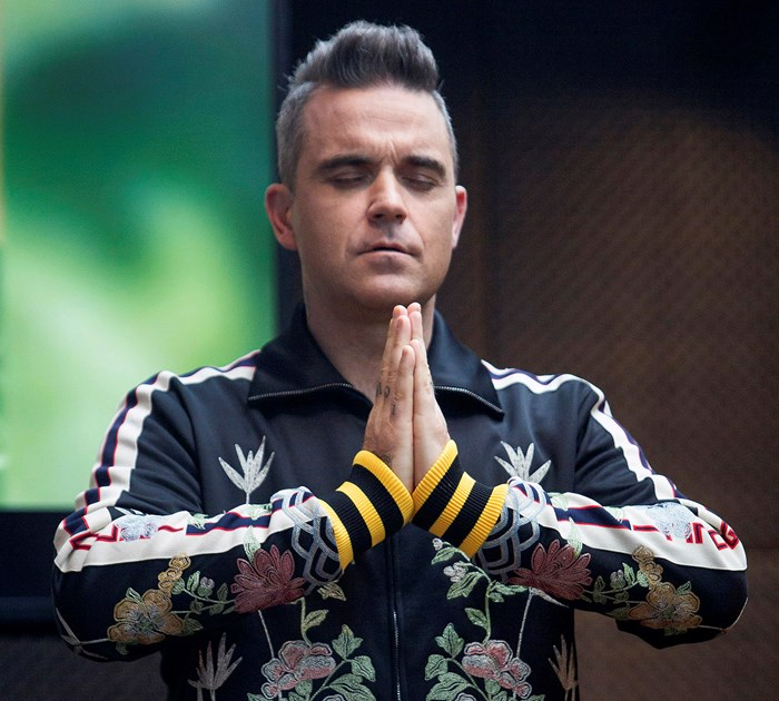 Robbie Williams makes a birthday wish in Auckland