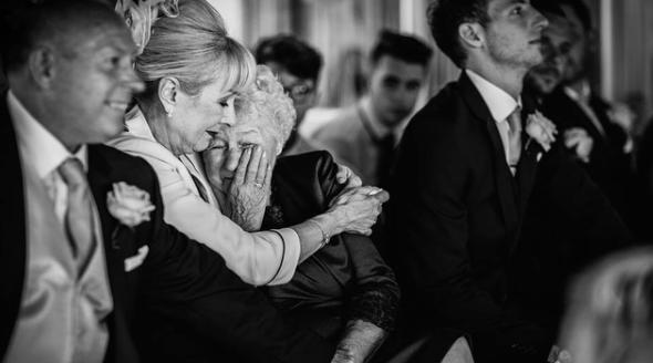 The emotional wedding photo that won an award