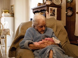92-year-old with kidney failure beats the odds to meet her great-great granddaughter