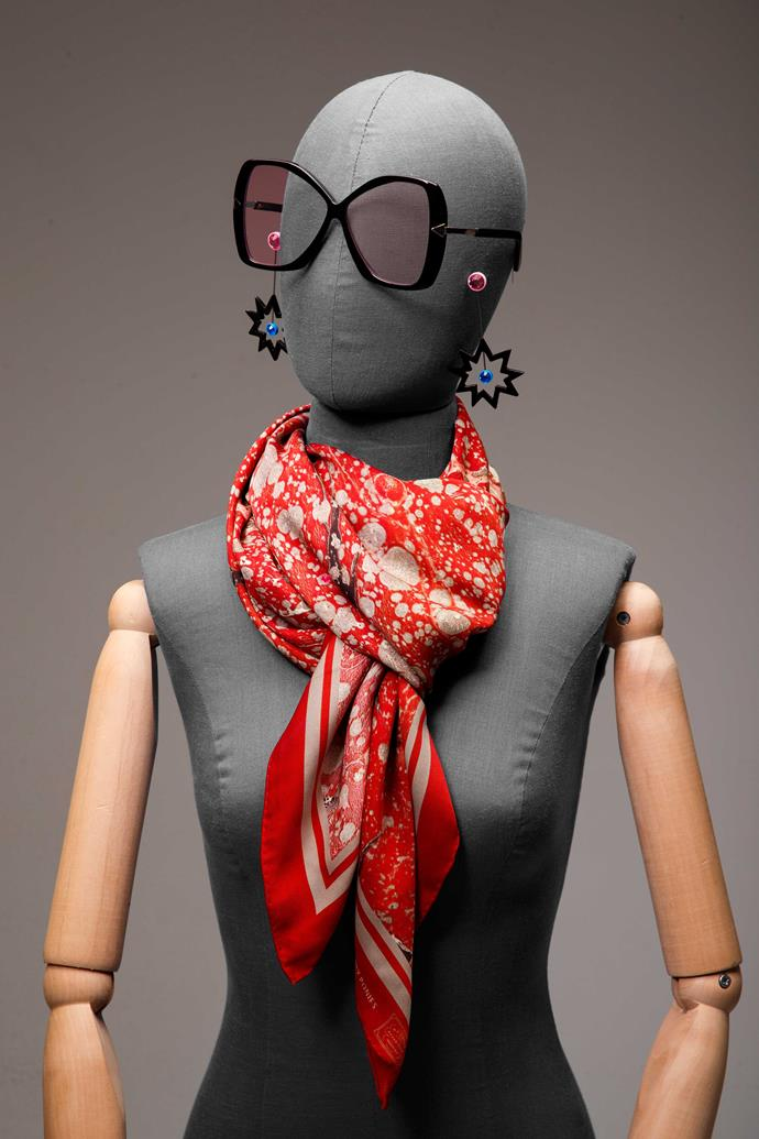 "**4 The star.** [Scarves have never been made for the fainthearted](http://www.nowtolove.co.nz/fashion/fashion-trends/nine-of-the-best-stylish-scarves-16203|target=""_blank""), and we couldn't be more delighted with this new tying technique which adds a little more volume to the classic scarf. Simply wrap it around your neck and tuck the ends under the top layer to turn heads.                                                                    *Sunglasses, $349, by Karen Walker. Earrings, $69, by Gorman. Scarf, $230, by Deadly Ponies.*"