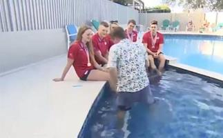 Reporter falls into pool during live interview at Commonwealth Games