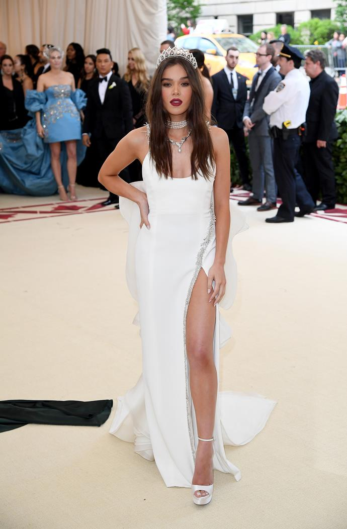 Hailee Steinfeld looking like a princess in this white gown with crown!