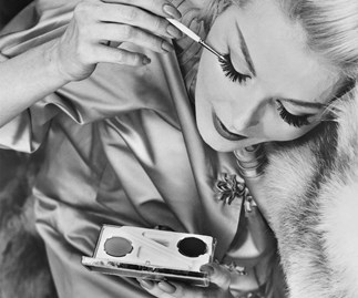 10 tips on wingtips: How to apply liquid eyeliner