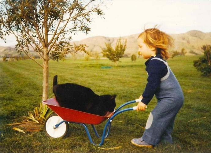 "**Honor Carter.** Does it get any cuter than this photo of Honor Carter pushing her cat around in a wheelbarrow? The former Black Sticks hockey star and [wife of Dan Carter](https://www.nowtolove.co.nz/celebrity/celeb-news/dan-carters-romantic-italian-getaway-in-pictures-31597|target=""_blank"") shared the image with her Twitter followers. ""Haha just found this...bet my cat loved this wee joy ride! #poorpuddy."""